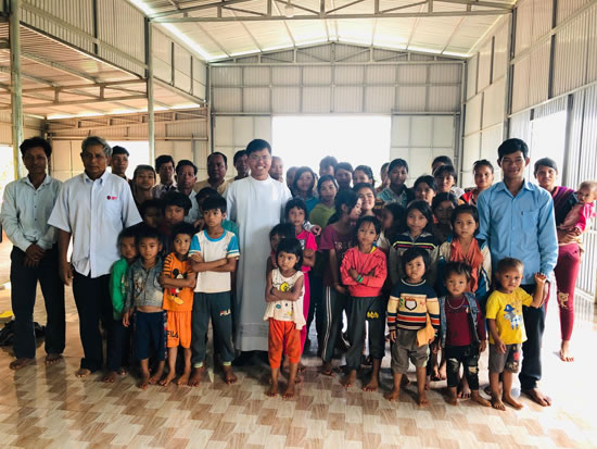 Fr Long Nguyen SVD with parishioners in Vietnam 550